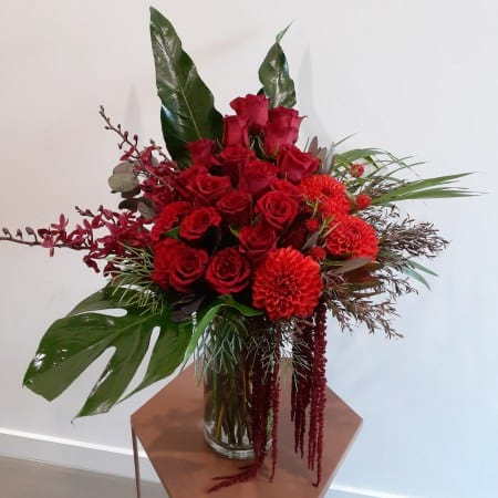 Shirley Valentina Romantic Red Flowers In Vase